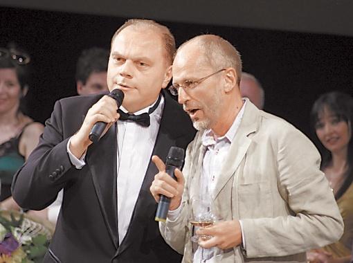 Незапланированный дуэт: министр культуры Михаил Кулиняк и Александр Гордон спели украинскую песню.