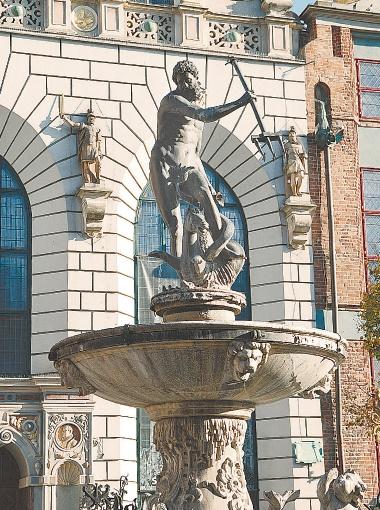 Символ города - фонтан Нептуна. Был установлен в 1633 году как знак морского могущества Гданьска.