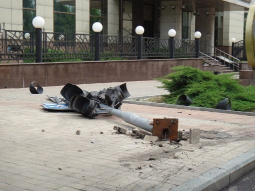 Машина влетела на скорости в светофор. Фото: http://www.62.ua