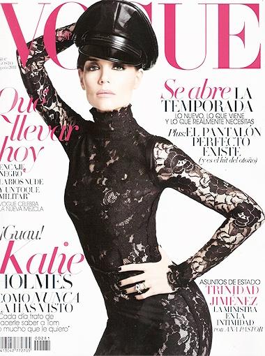 Кожаная фуражка и облегающее кружевное платье - последний писк этого сезона. Фото Vogue.