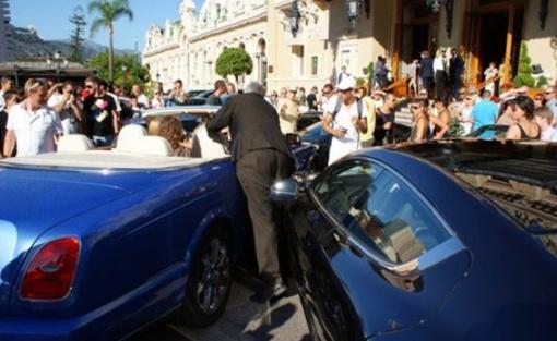 В Aston Martin были повреждены крыло, фара и бампер. Фото dr.cat.
