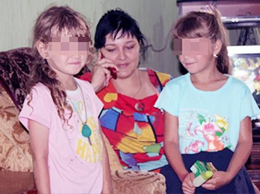 Ирина Холодок с дочкой Леной (справа) и ее подружкой Аней. Фото Ирины Зражевской.