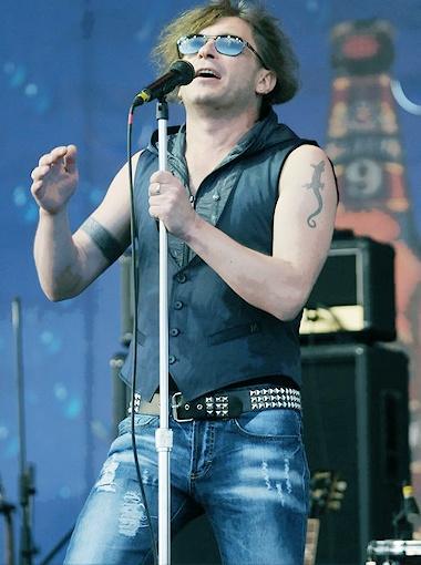 ...а Лева тоже в джинсах, но рваных. Фото Андрея Гребнева.