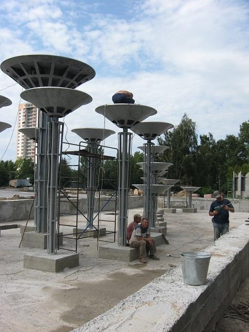 Будущий фонтан выглядит несколько футуристично