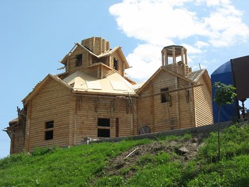 Еще один объект, который грозились завершить ко Дню Харькова - деревянная церквушка на краю Саржина яра.