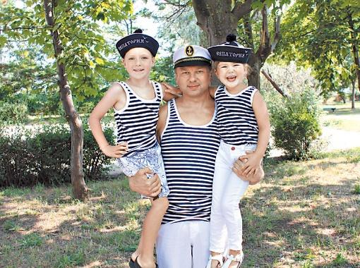 Тимофей и его дети Вадим и Каролина провели длинные каникулы на берегу Черного моря. Фото пресс-службы Т.Нагорного.