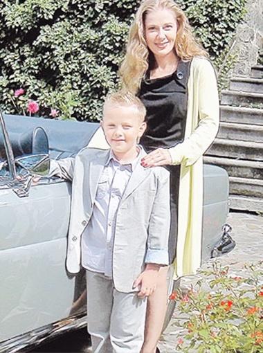 Ирина с сыном Ваней Золотухиным. Мама готовится к новой роли, а сын - к первому классу.
