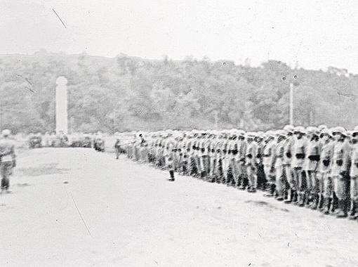 Два таллинских креста, похожих словно братья: современный и времен Второй мировой, который стоял на немецком военном кладбище.