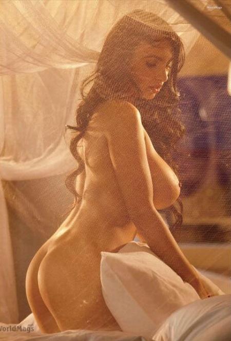 В 16 лет она с семьей переехала. Фото Playboy