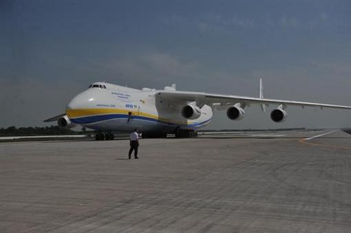 Ее открытие ознаменовал полет самого большого самолета в мире