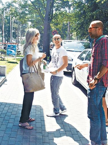 Брежнева, Родригез и Папунаишвили затевают совместный проект прямо на улице Юрмалы.
