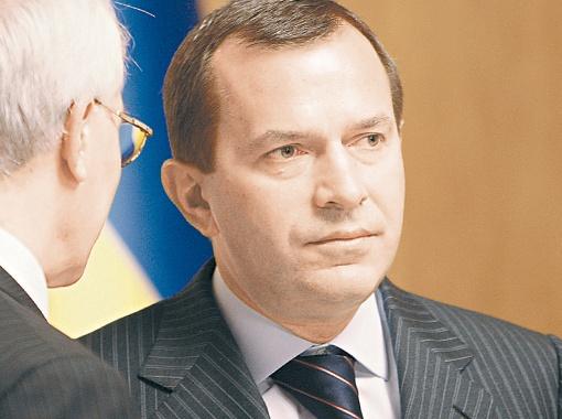 Страничке Клюева не хватает дискуссии.