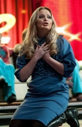 Ведущая старается носить свободные платья. Фото: taini-zvezd.ru