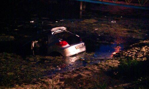 Авто показалось из воды. фото автора
