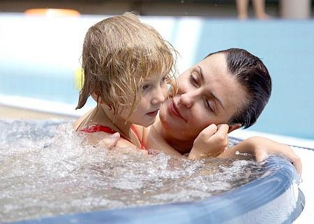 Жена и дочка... Фото: Facebook