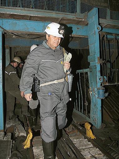 Мистер сам спустился в шахту и команду за собой повел.