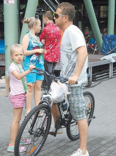 Леонид Агутин пересел на велосипед.