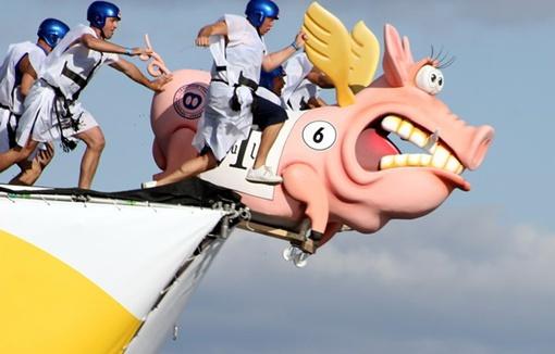 В Москве опять будут порхать свиньи и прочие необычные летающие объекты. Фото Павла ДАЦКОВСКОГО