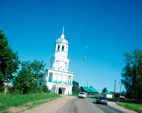 Ступа или что-то похожее на нее пролетело возле церкви. Фото: ЖЖ felbert.
