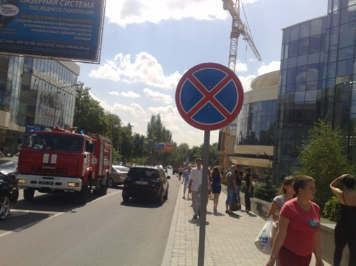 В торговом центре произошло короткое замыкание электропроводки. Фото: www.62.ua.