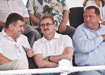 Попов внимательно следил за ходом гонок. Фото: ТаблоID