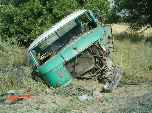 Погиб 58-летний водитель и три его пассажира. Фото: пресс-служба УГАИ в Донецкой области.