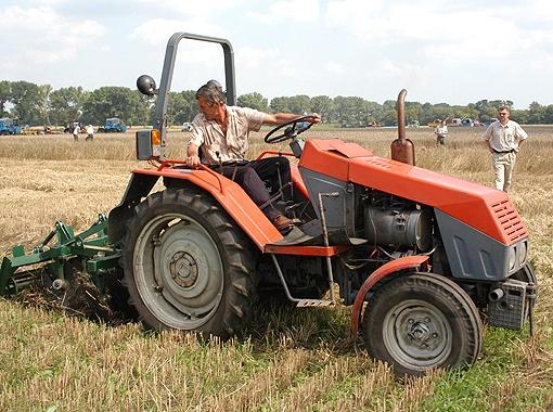 Из-за изношенной техники каждый год на полях остается часть урожая.