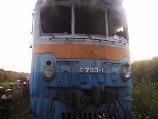 Загорелся поезд. Фото: пресс-служба МЧС.