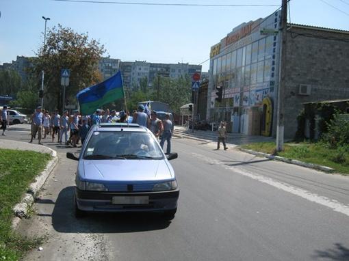 Колонна десантников  движется в сопровождении сотрудников мариупольской ГАИ. Фото: 0629.