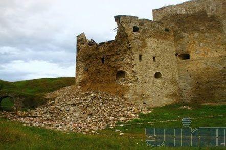 Часть башни серьезно повреждена. Фото УНИАН