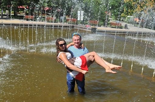 Я эту девочку в фонтане искупаю. Фото: Константин Буновский.