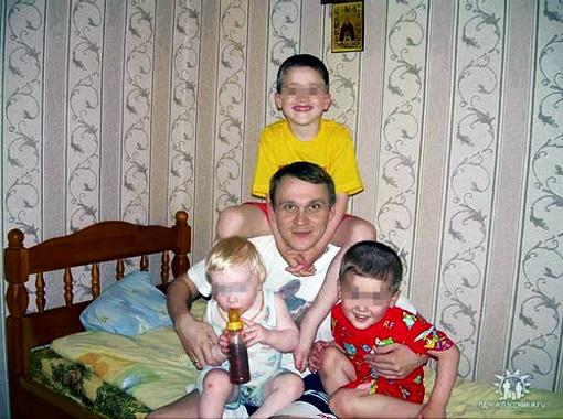 Преступники не пощадили даже детей (сыновья Марии Шкарупа со своим отцом Иваном). Фото www.odnoklassniki.ru.