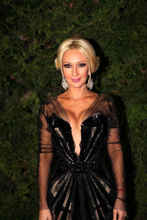 Лера Кудрявцева в откровенном черном платье. Фото: eg.ru