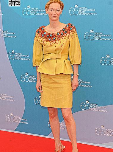 С манерой Тильды Суинтон одеваться можно поспорить. Фото Daily Mail.