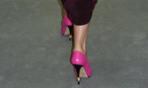 Градоначальница носит золото даже на ногах. Фото: novosti.dn.ua.