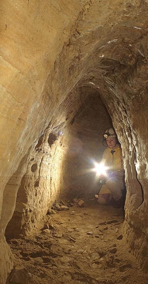 У европейских тоннелей одинаковая сводчатая конструкция, высота около 70 сантиметров.