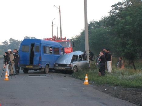 В результате ДТП водитель и трое пассажиров автомобиля