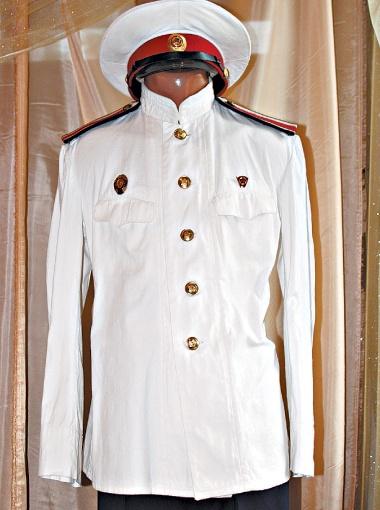 Так одевался курсант школы милиции в 1950-е годы.