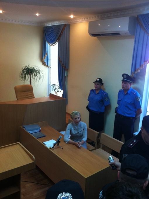 Тимошенко в зале суда на скамье подсудимых. Фото автора