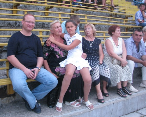 Мэр Ялты Алексей БОЯРЧУК с мамой и племянницей. Фото автора.