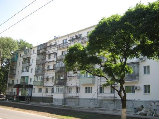 Отремонтировали фасад  здания и кровлю дома. Фото: 0629.