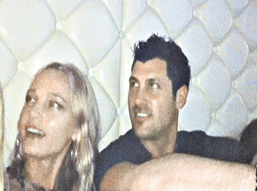 Фото Макса и Кристины, снятое на любительскую камеру, на днях появилось в интернете. Фото с сайта