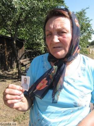 Эта женщина потеряла в аварии дорогого человека. Фото: gazeta.ua.