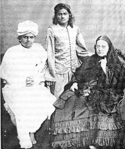 Своего Учителя - благородного индуса в белой чалме - Блаватская видела в своих детских снах.