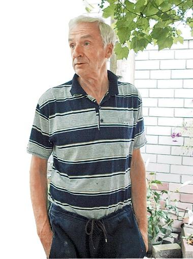 Александр Кислицкий прожил на Русановских садах 30 лет. На какой вариант отселения соглашаться, он еще не решил.