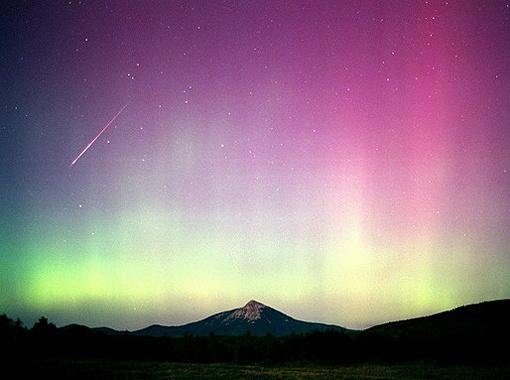 Метеоритный поток в свете Луны в августе 2000 год (Колорадо, США).