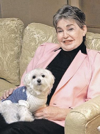 Миллиардерша Леона Хелмсли посчитала, что ее болонка Трабл достойнее ее родственников.