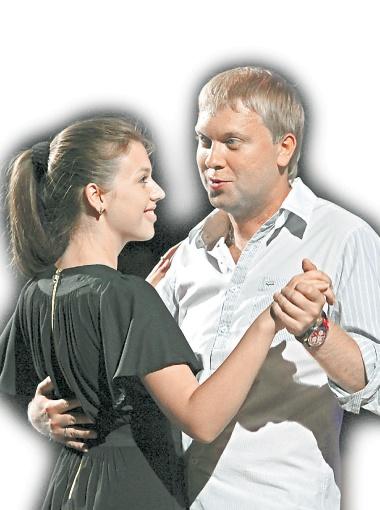Сергей Светлаков в зале танцевал с незнакомкой.