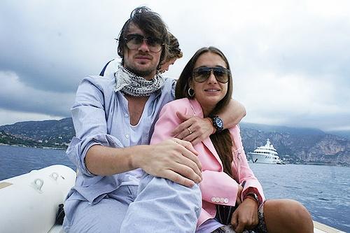 На следующих фото Милевский вышел в море на яхте.