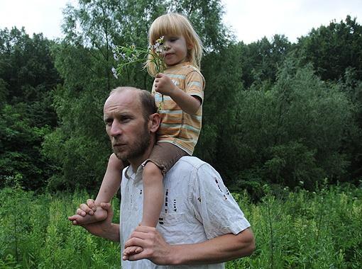 Для Алексея Юрченко город - это тюрьма. Он верит, что его дочь Полина также будет жить на хуторе. Фото Игоря ЕФИМОВА.